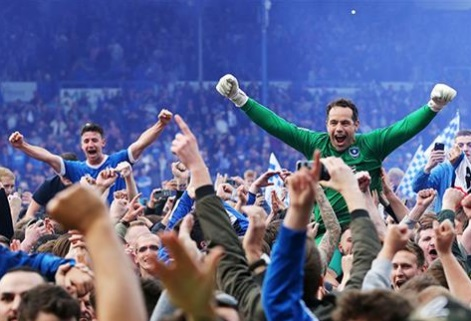 david forde og enda steves pitch invasion