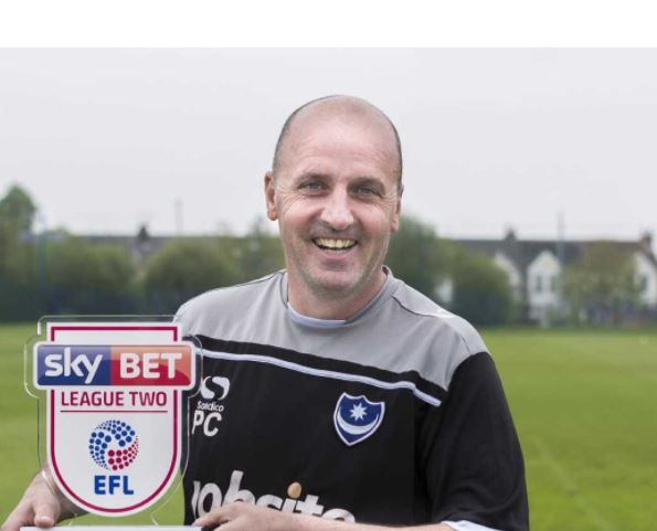 Paul Cook med League Two pris